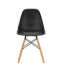 Billede af  Vitra Home Eames Plastic Chair DSW H: 83 cm - Deep Black/ahorn